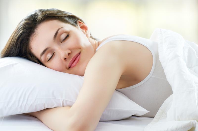 Uống mật ong trước khi đi ngủ rất tốt cho sức khỏe.