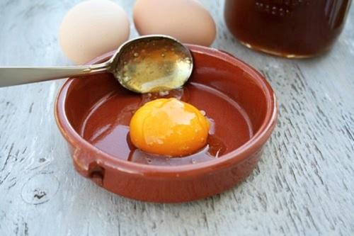 Lợi ích của lòng đỏ trứng gà ngâm mật ong